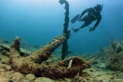 Free diver explores Copenhagen anchor